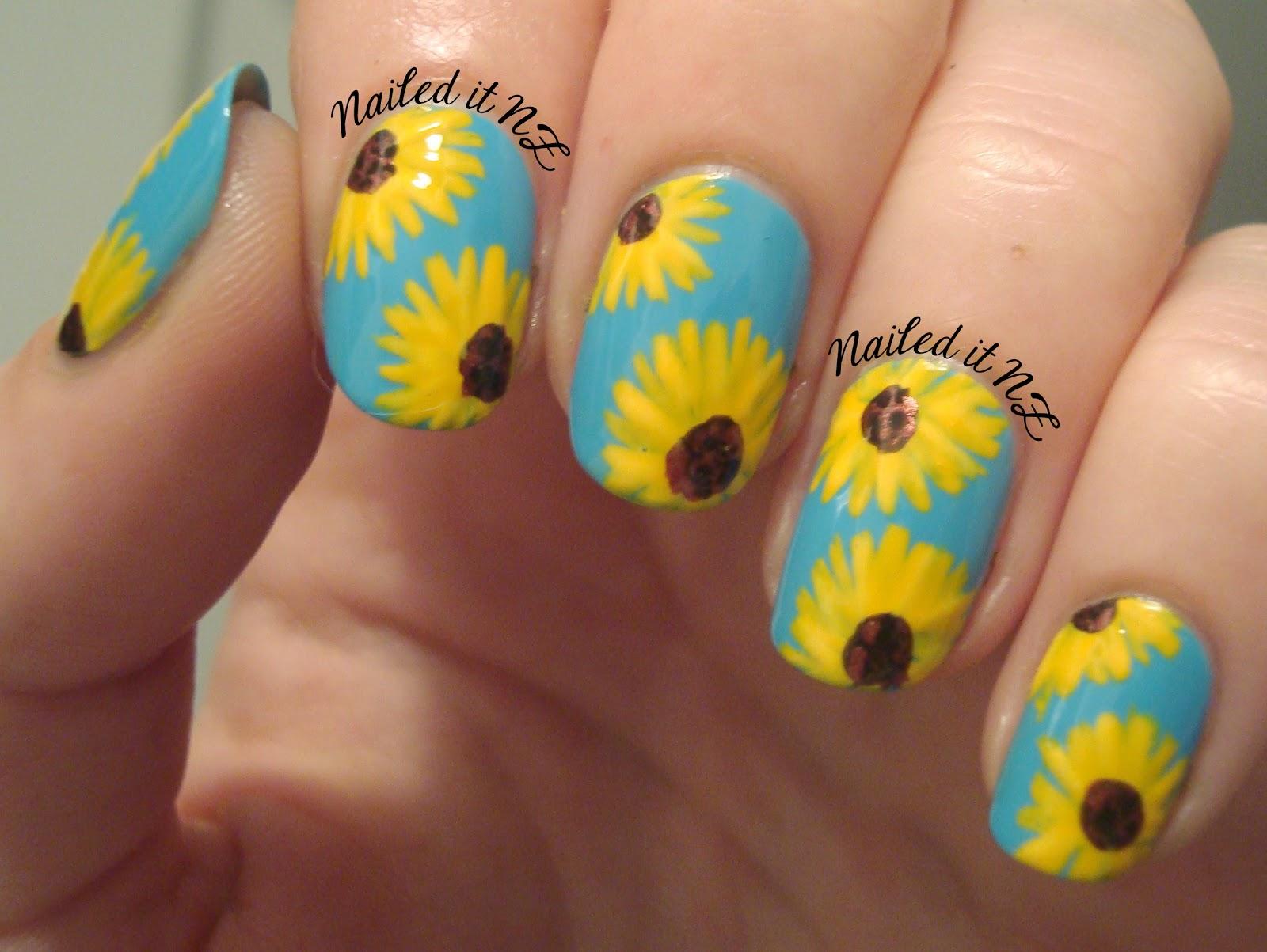 Маникюр с ромашками на ногтях фото как делать