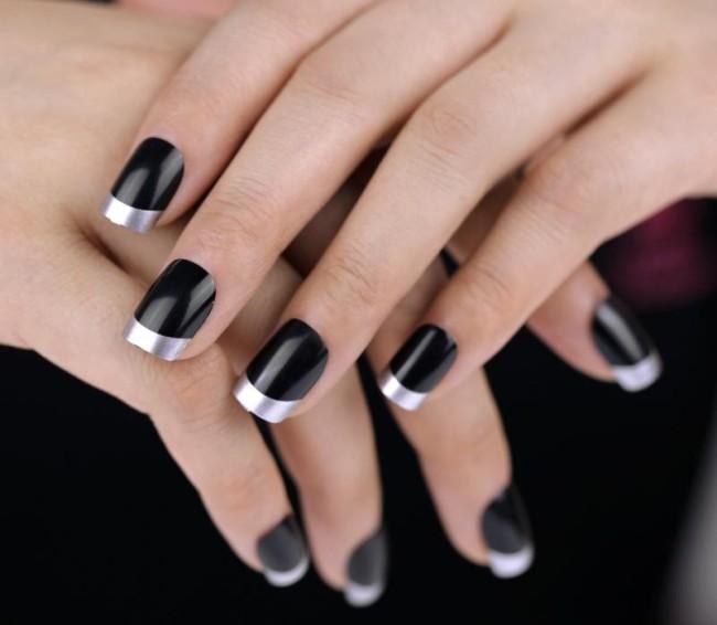 Черный французский маникюр с серебряным краем.
