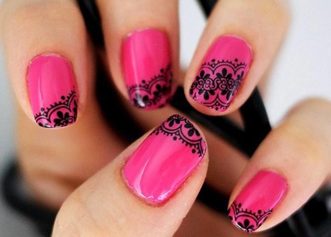 Кружевной дизайн ногтей на короткие ногти.