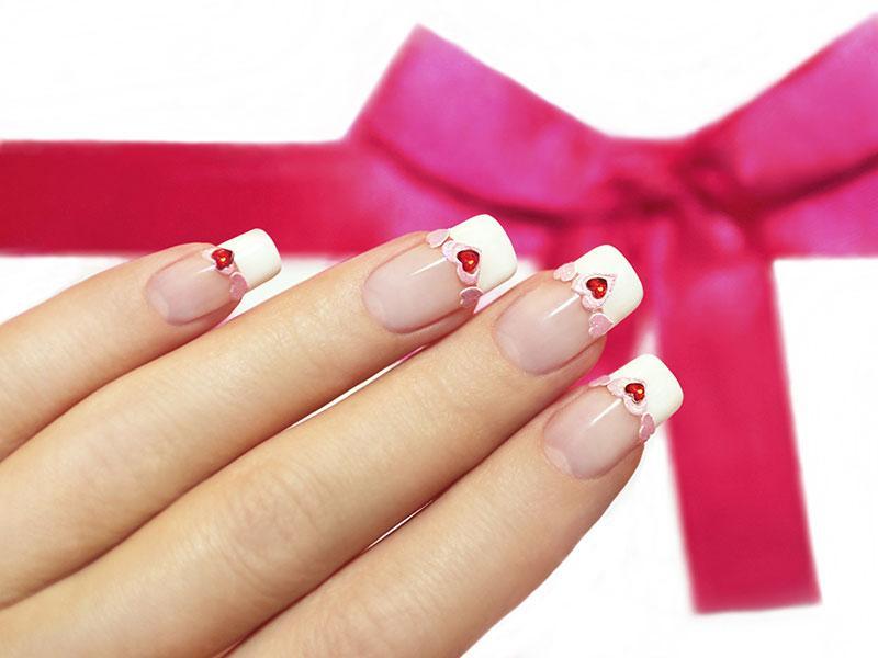 Ногти френч с сердечками