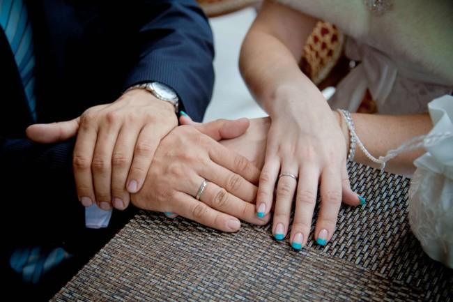 Маникюр голубой френч на свадьбу.