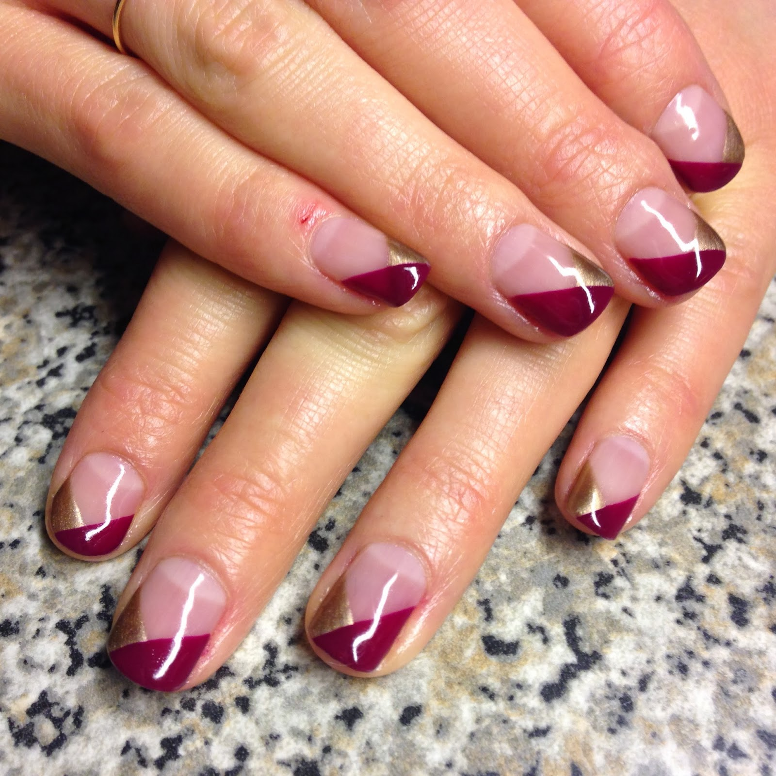 Фото двухцветного френча на ногтях