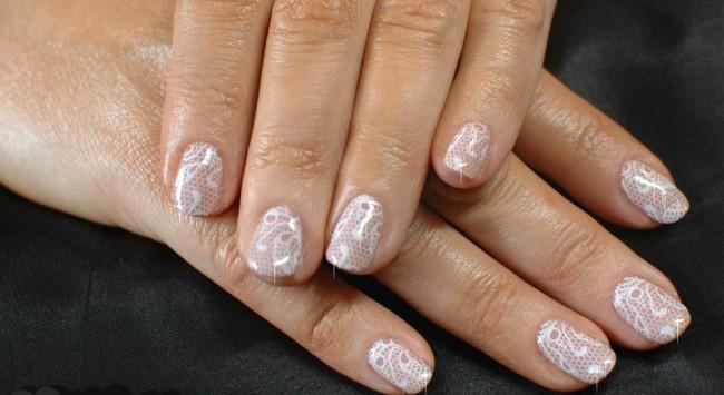 Ажурный свадебный маникюр на короткие ногти.
