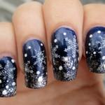 Новогодний синий маникюр со снежинками