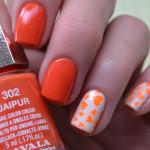 Маникюр с оранжевыми сердечками
